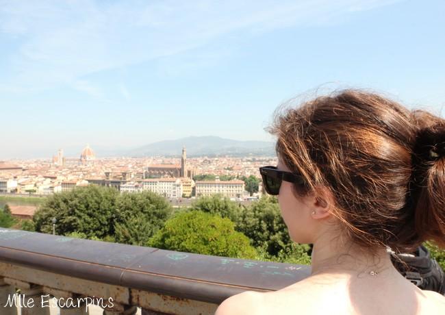 La pose devant la vue de la place Michel Ange à Florence, avant la demande en mariage