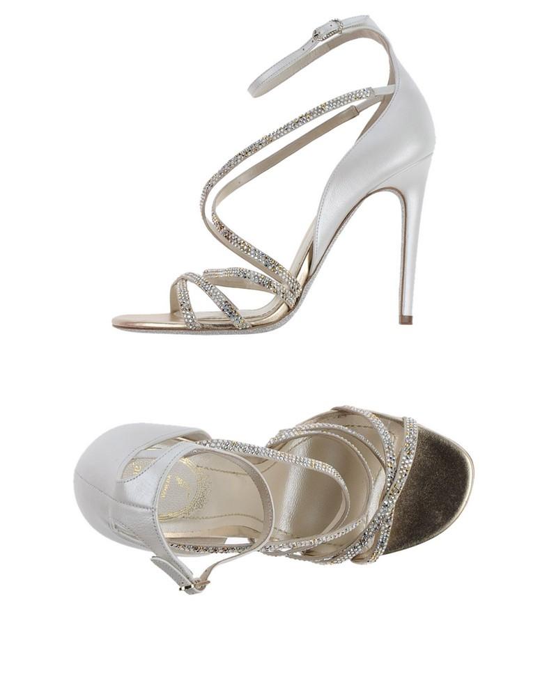 Des sandales blanches à brides et strass René Caovilla