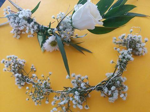 Les broches de fleurs réalisées par la fleuriste avant mon essai coiffure :-)